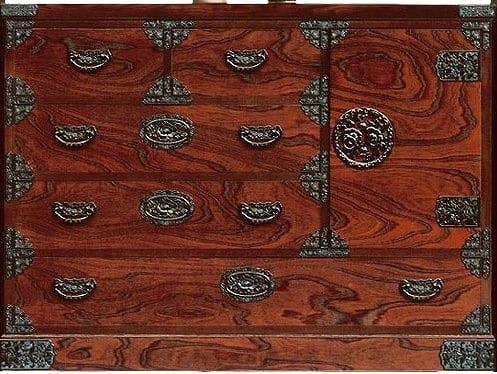 吉野民芸 整理片開き(かくし付):日本の伝統的な家具を追求し、現代の住空間にあわせた「吉野民芸家具」