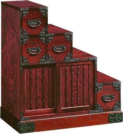 吉野民芸 階段�U右:《伝統的な家具を追求し、現代の住空間にあわせた「吉野民芸家具」シリーズ》