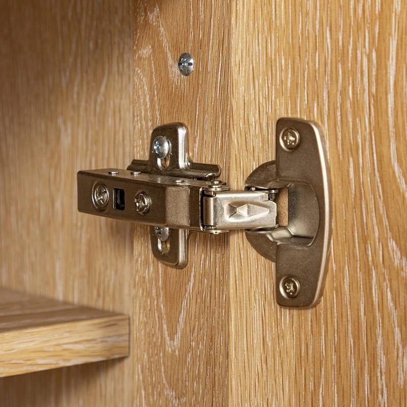 ローチェスト CW 150ローチェスト WN:扉には丁番を使用