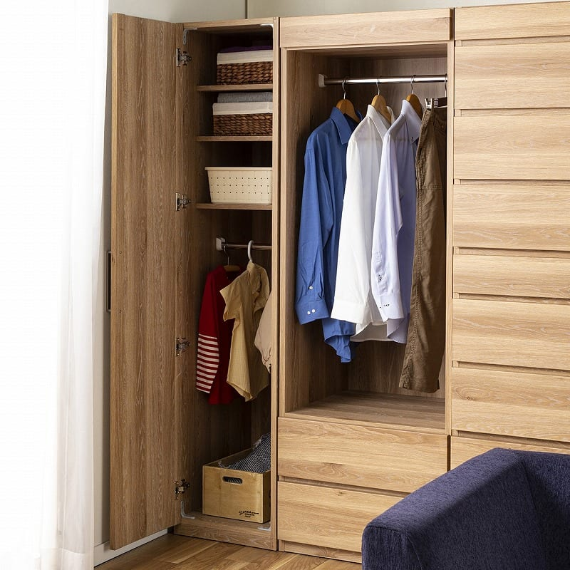 洋服タンス アシスト 60WD LBR:ハンガーと棚の位置は組み替え自由