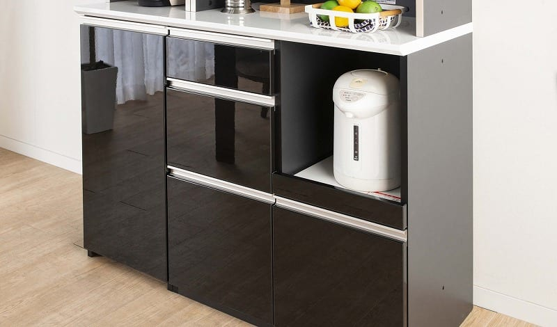 食器棚 サイゼスト 140 (ホワイト):鏡面仕上げの美しいデザイン