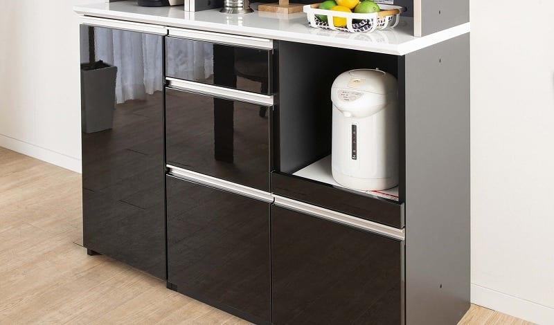 食器棚 サイゼスト 155 (ブラック):鏡面仕上げの美しいデザイン