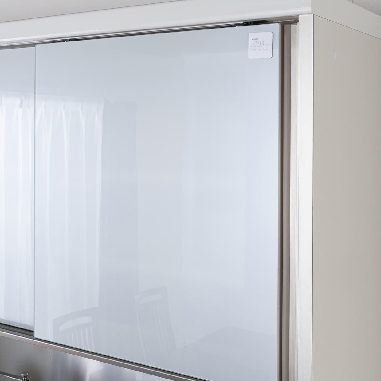 パモウナ ダイニングボード  JQR−1200R W (右家電収納):上棚の窓ガラスがおしゃれ