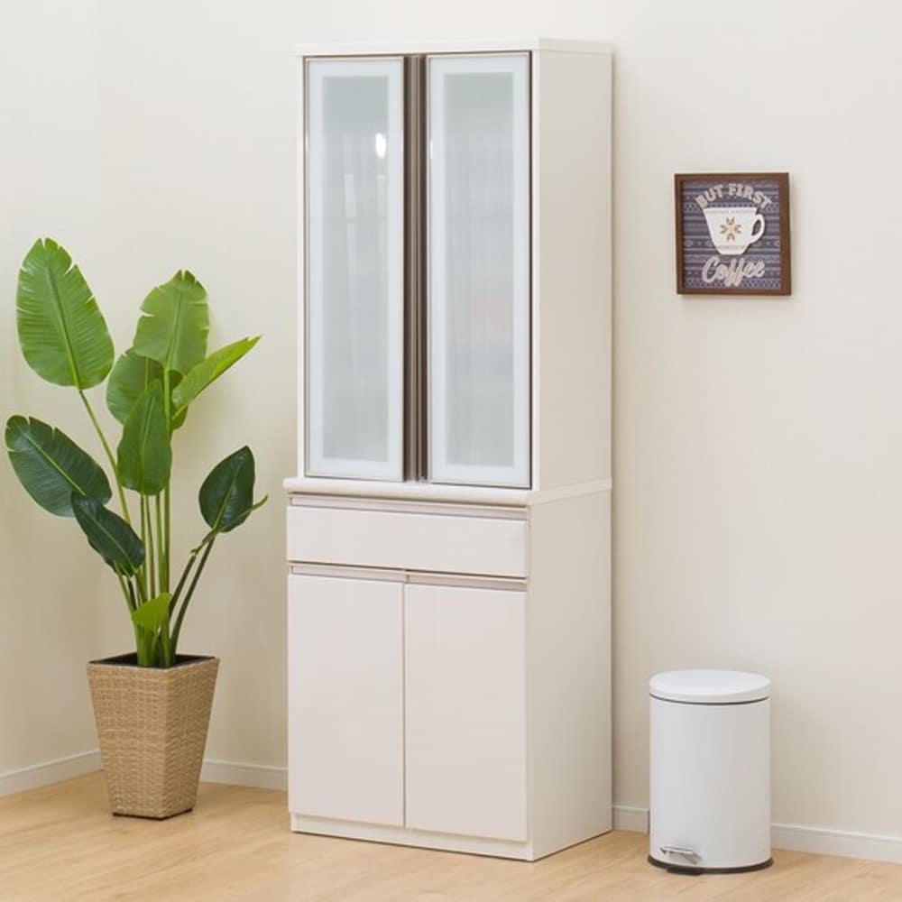 【ニトリ】 ダイニングボード 食器棚 アルミナ2 70DB WH ホワイト:洗練されたデザインでキッチン全体がスタイリッシュな空間に変わります。