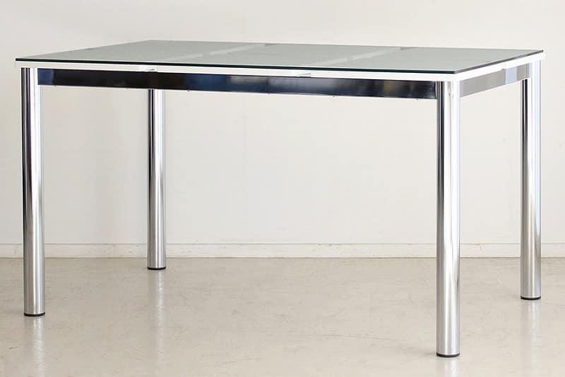 テーブル Nフレスコ 130:《ガラス越しにシャープなデザインが魅了的なモダンスタイル》