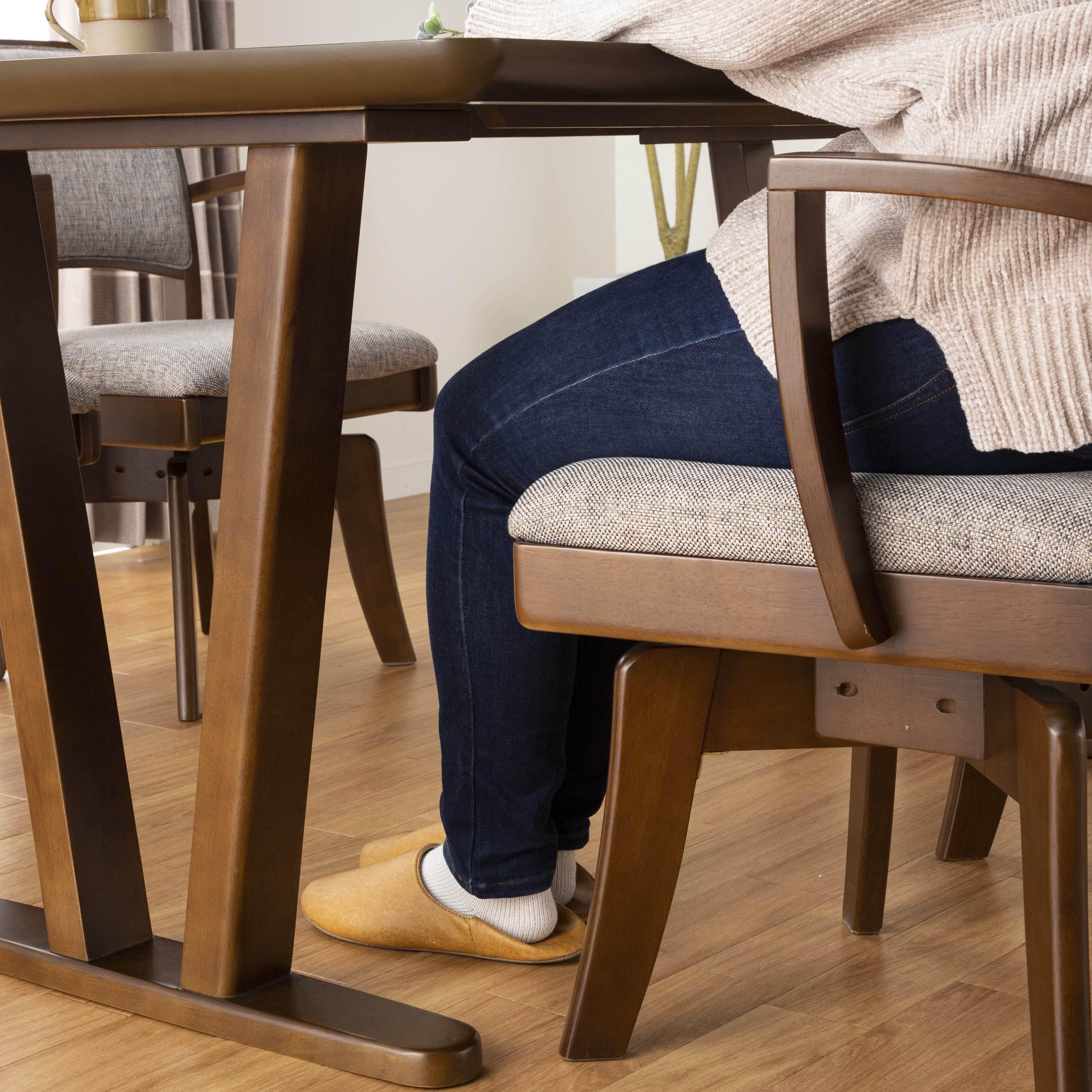 ダイニングテーブル ラクレット 165:圧迫感のない見た目