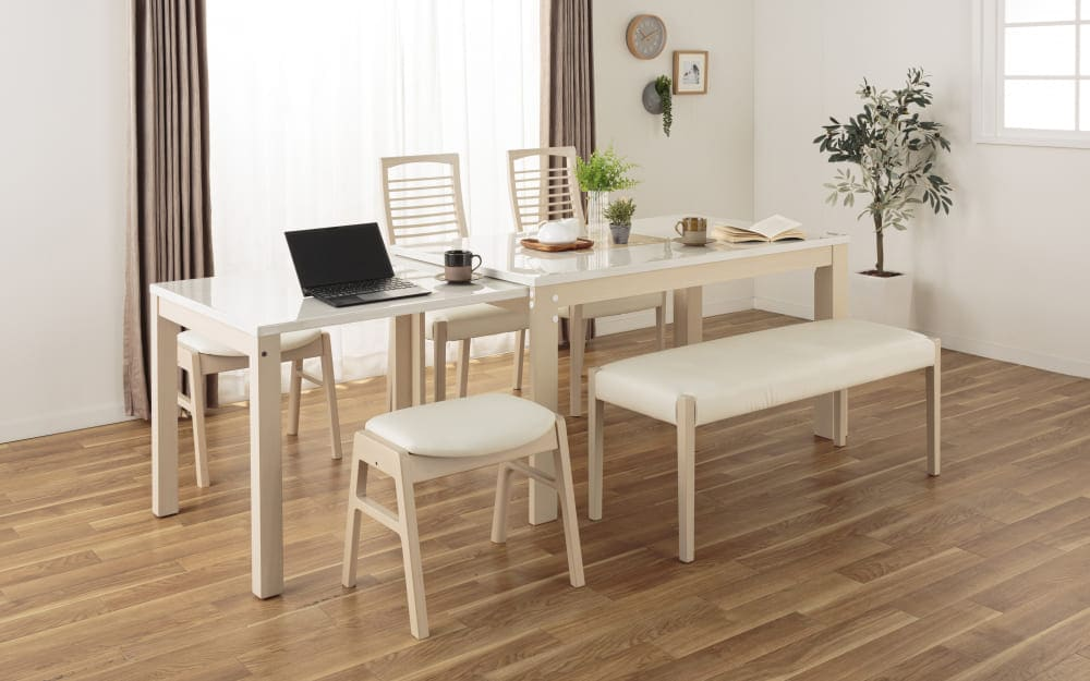 伸長式ダイニングテーブル フリー(WH):来客の際は大きく広げて