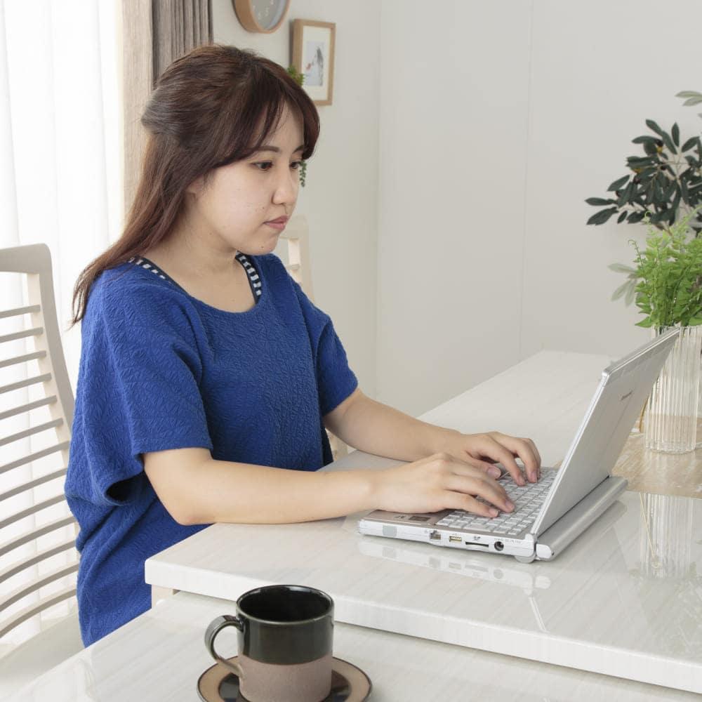 伸長式ダイニングテーブル フリー(WH):抜け感のあるデザインでお部屋も広々