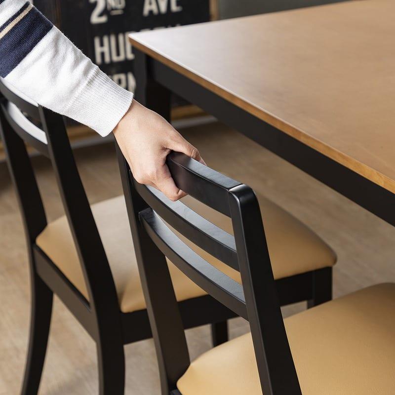 :座るときに引きやすい背もたれデザイン