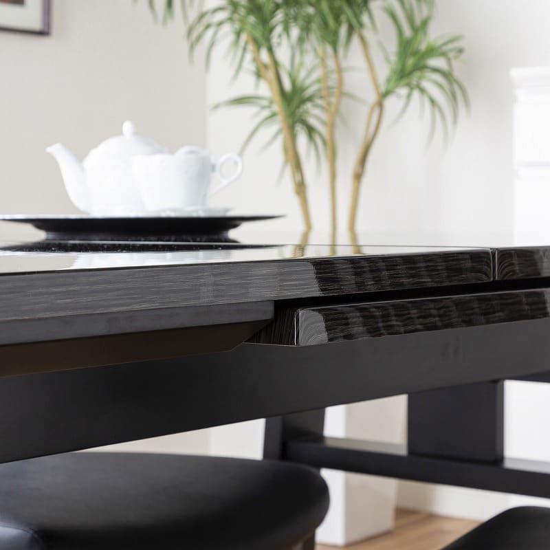 ダイニングテーブル シフト140伸張テーブル BK:厚みのある天板が重厚感を演出