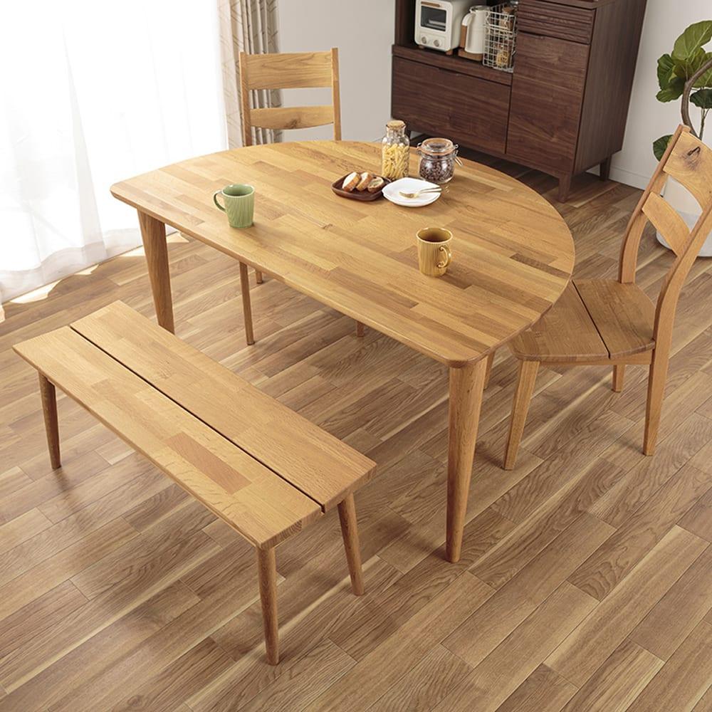 :半円形のテーブル