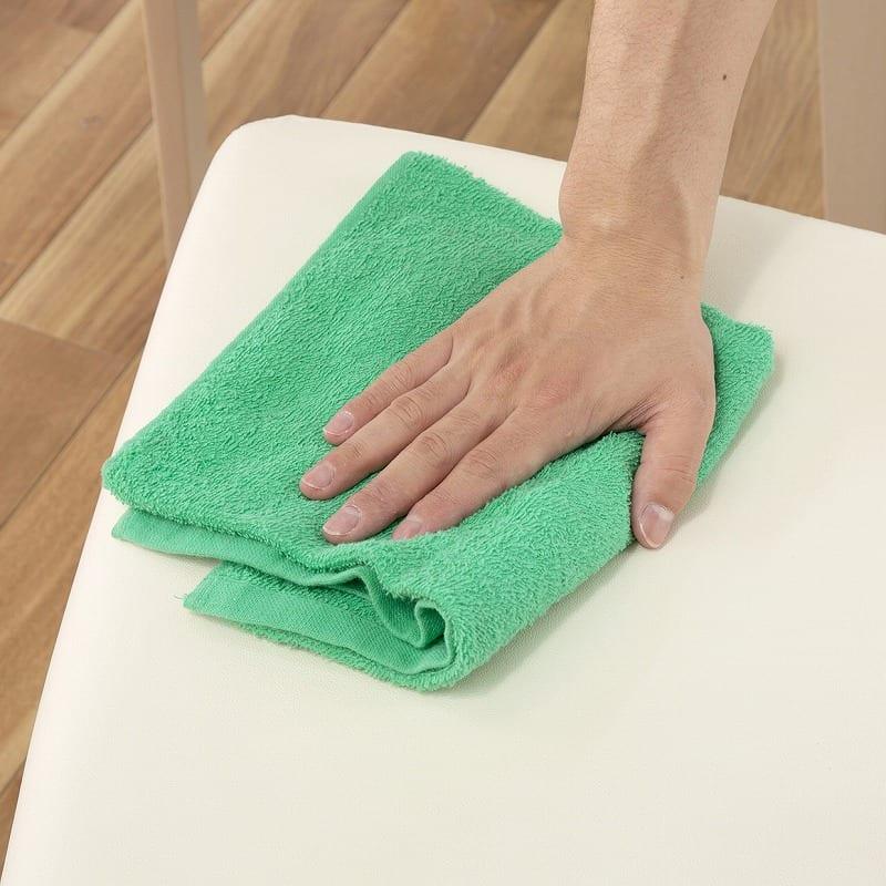 ダイニング5点セット ロレンス (155テーブル):お手入れしやすい座面の素材