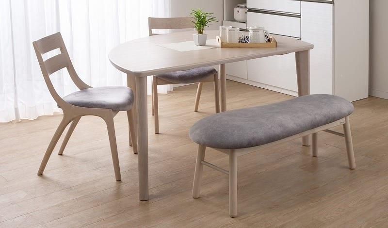 :家族の会話が弾む変形テーブル
