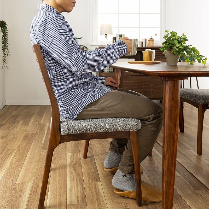 ダイニングテーブル CWT−002 幅140 WN(ウォールナット):背中にやさしくフィット