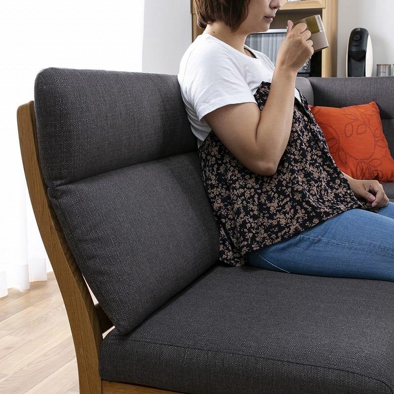 LDソファ ブレード�U 背付ベンチ BL−B140 WN/布OR:ゆったりと腰掛けられる背もたれ