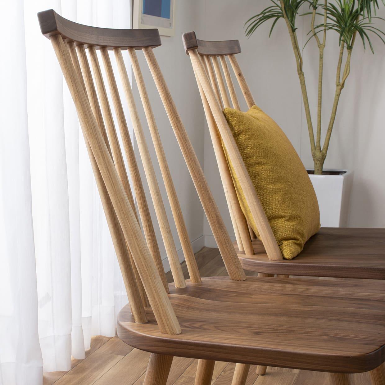 ダイニングテーブル レシピ 145:チェアは丸みがあって座りやすい