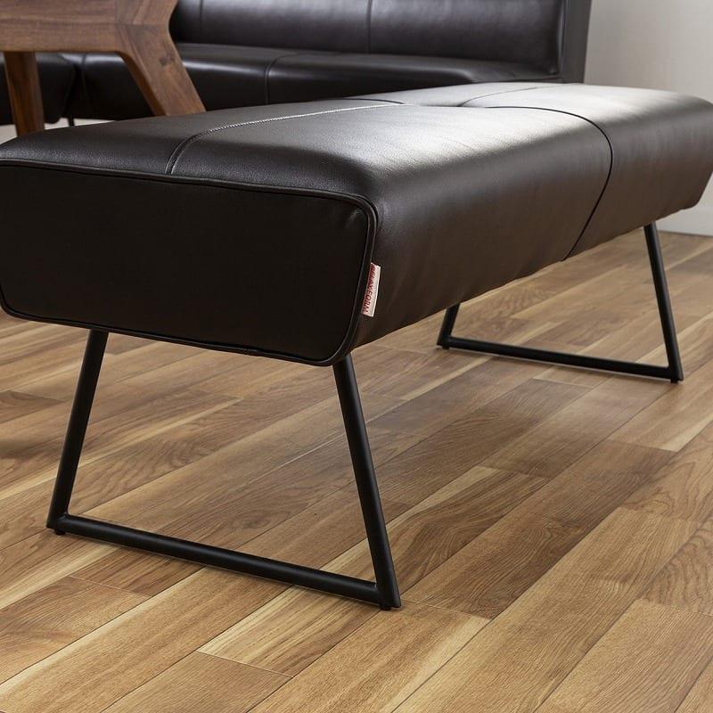 LDテーブル マルクト 150 ウォールナット:軽やかさを見せる脚部が特徴的