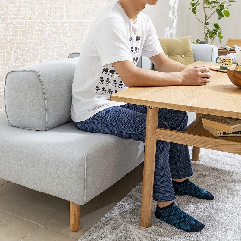 クッション ムーフ オロフクッション45*45 BL01:しっかりとした座り心地で食事もとりやすい