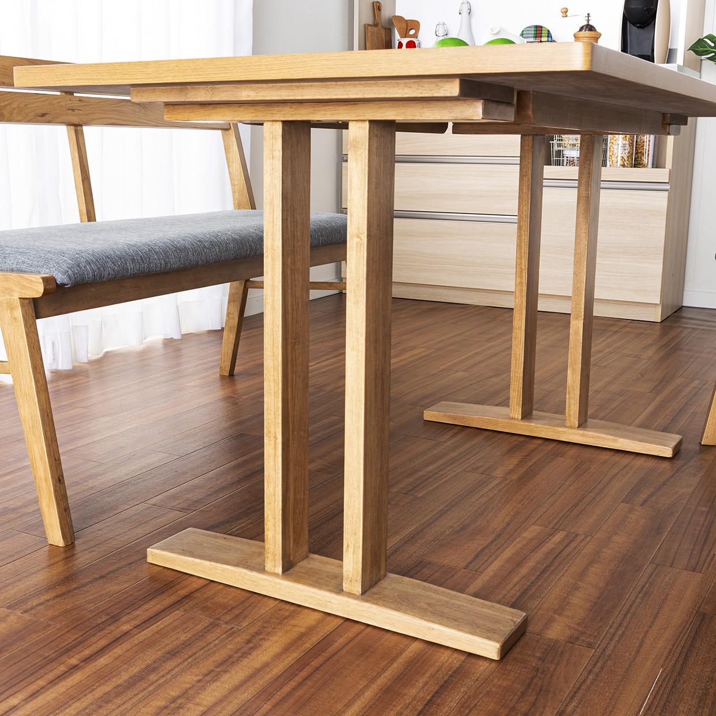 :特徴的なテーブル脚部