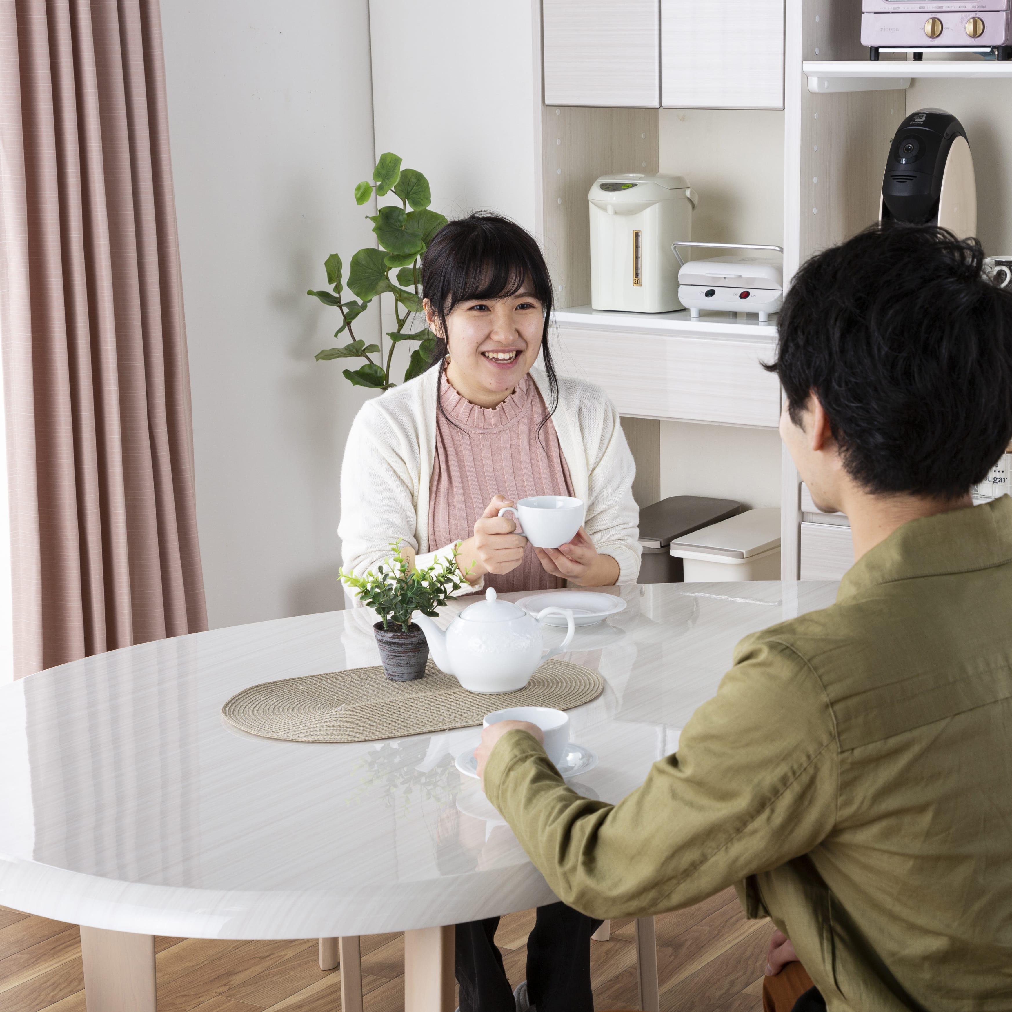 :コミュニケーションが取りやすい変形テーブル