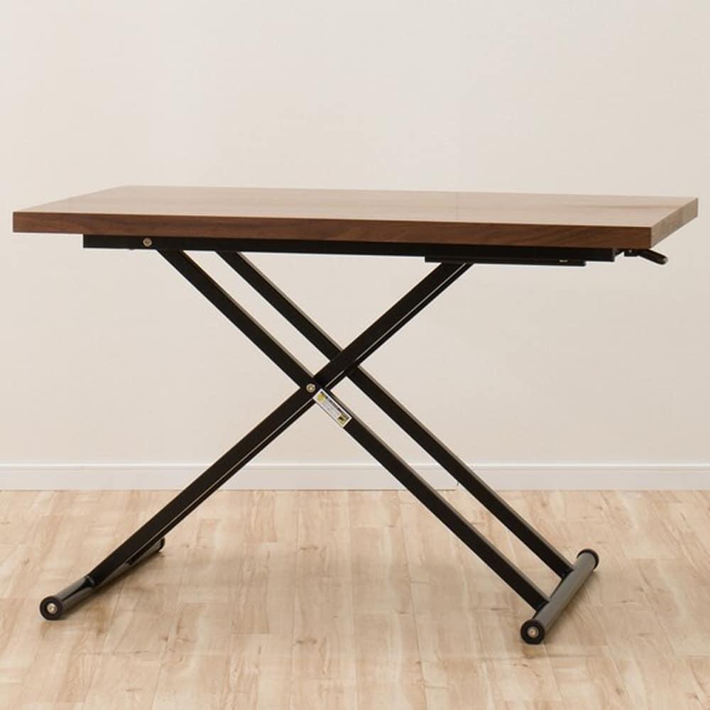 【ニトリ】 昇降テーブル NEW アクティブ ウォルナット ミドルブラウン:ウォルナット突板を天板に使用したモダンなテーブル。