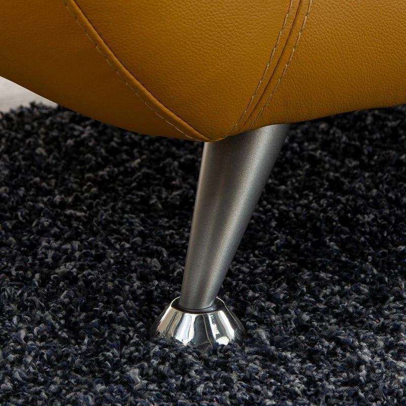 2.5人掛けソファーDIO (ホワイトBV3600):シルバーの脚がラグジュアリー感をプラス