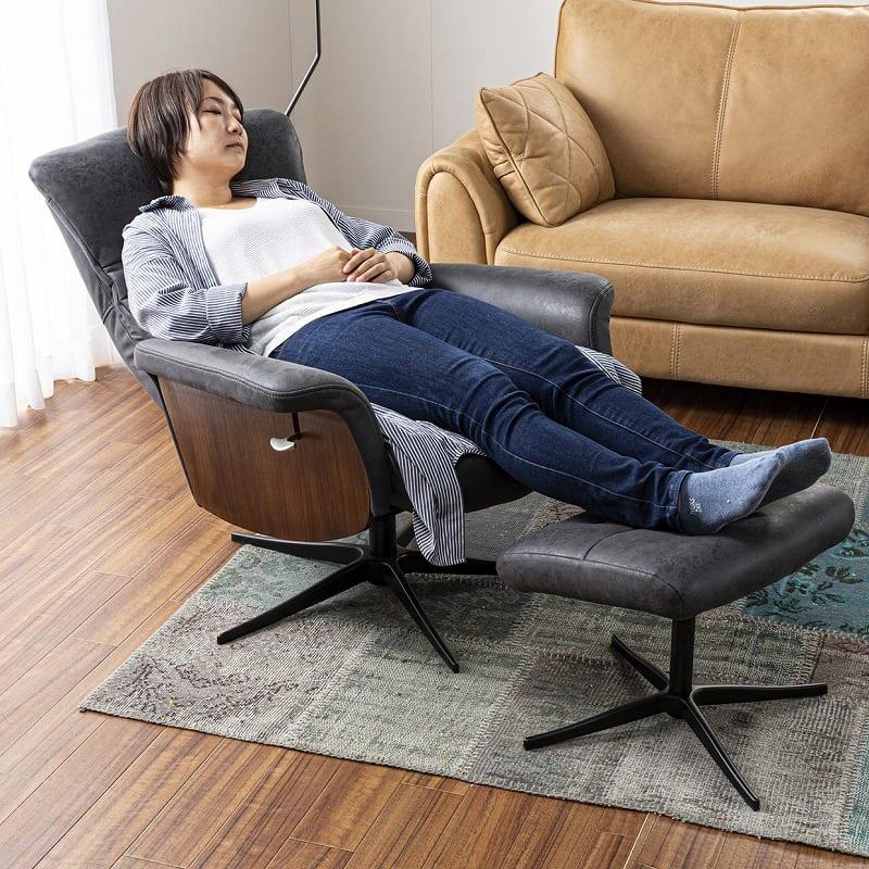 パーソナルチェア ラウロ ブラック:脚を伸ばしてちょっと休憩。。