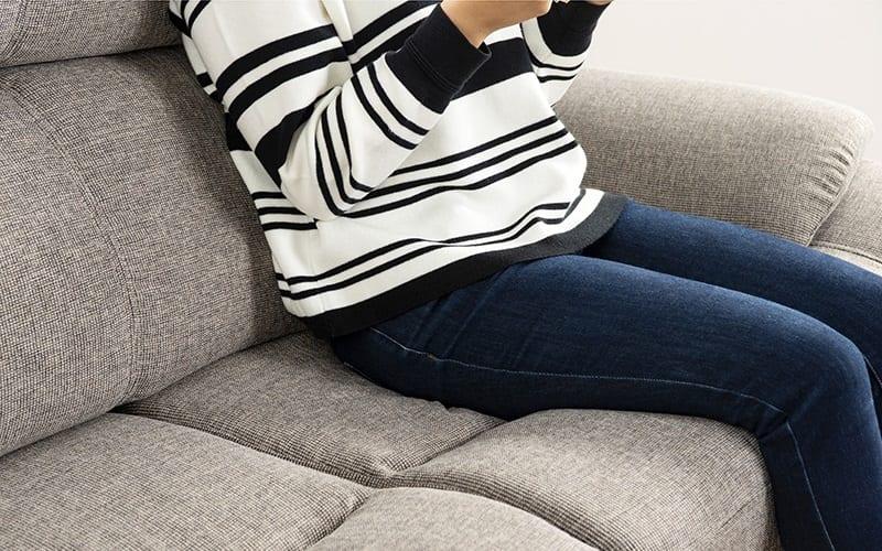 2.5人掛けソファー オカリナR (ファブリックGY):硬すぎず柔らかすぎないちょうどいい硬さの座面