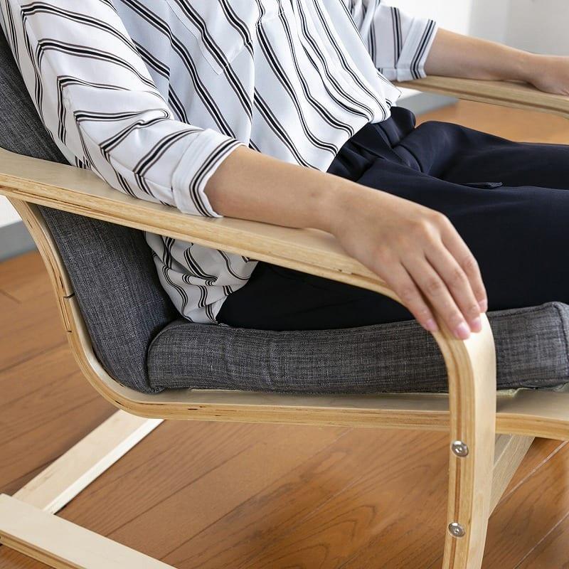 パーソナルチェア ローレル BK:厚みのあるクッションで座り心地も◎