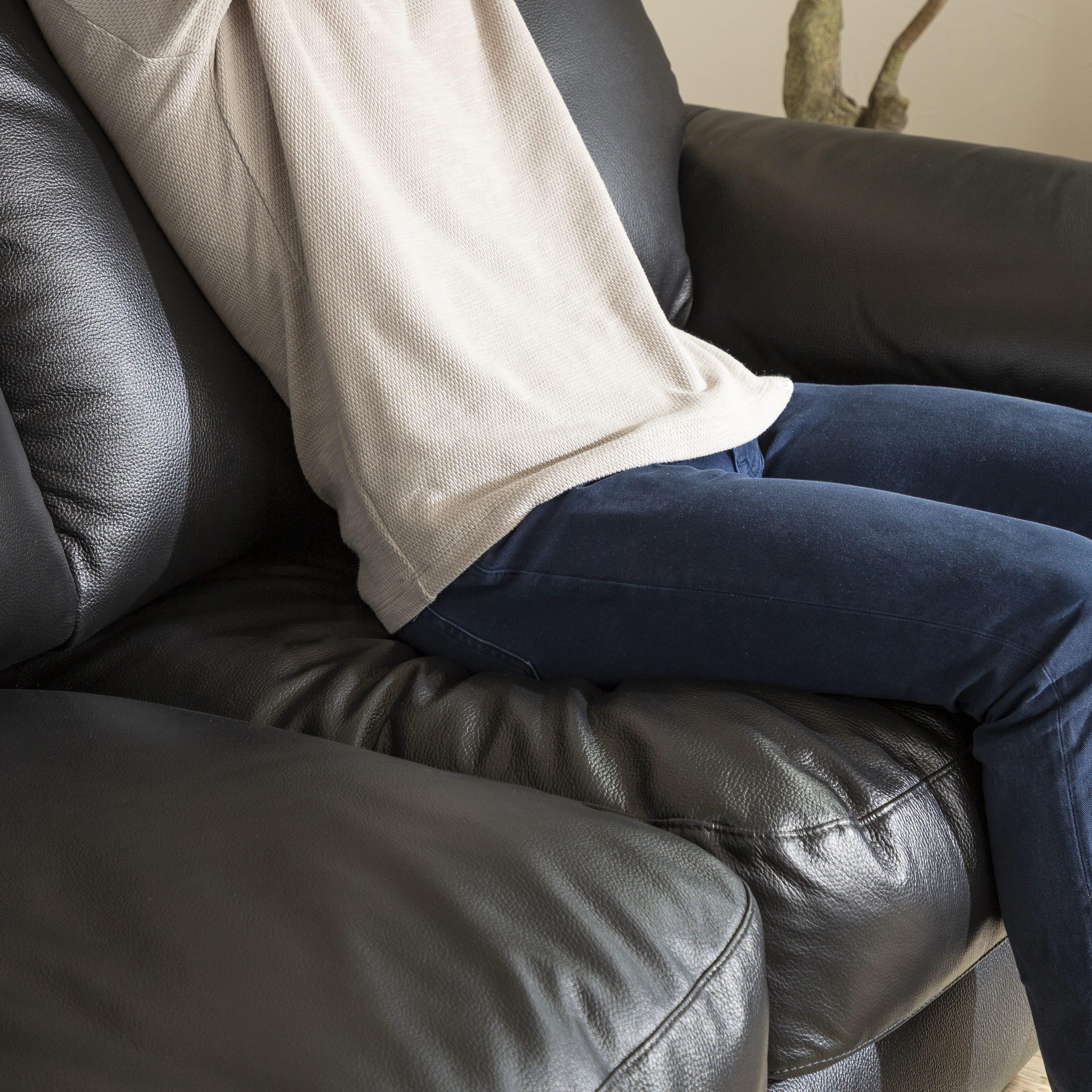 2.5人掛けソファー デビュー076 BK:座り心地にこだわるクッション材