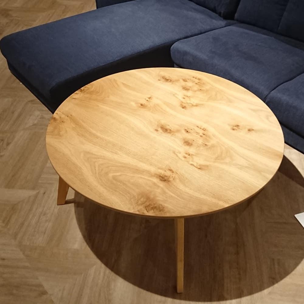 リビングテーブル ルント90丸NA 脚ナチュラル:天板は、天然木の風合いを活かした、節入りの突板を使用