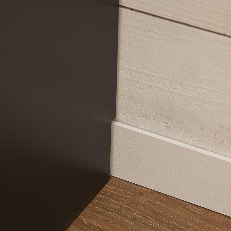:幅木除けで壁にぴったり