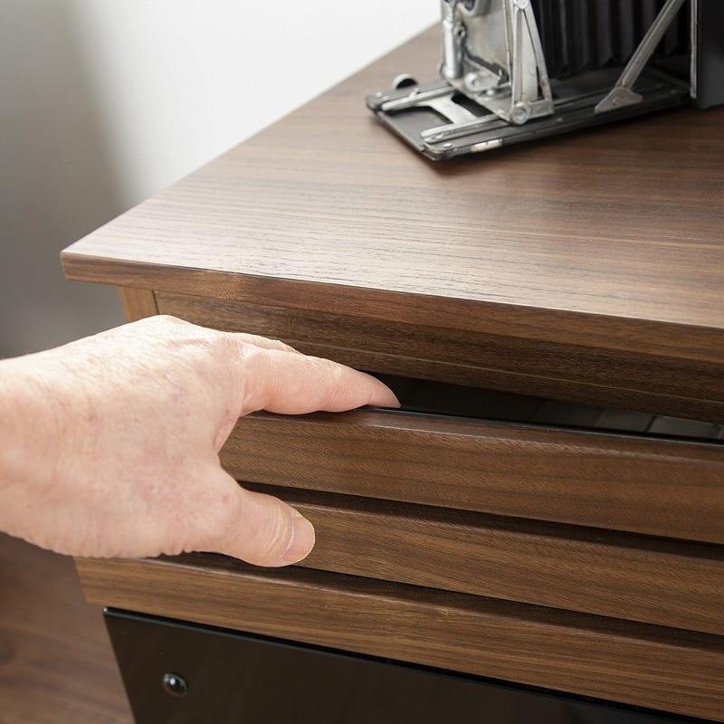 :指を掛けやすいつくり