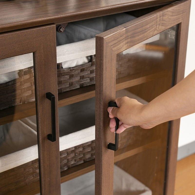 サイドボード マテリア�U 120 オーク:簡単に開け閉めできる開き戸