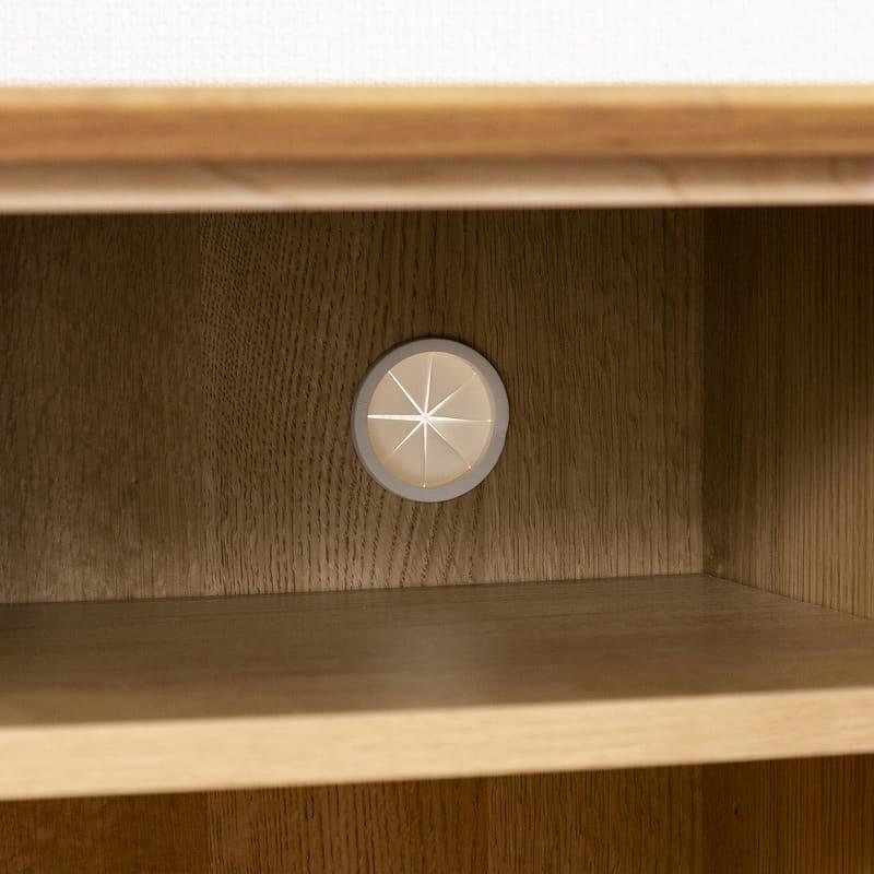 :開き戸の上段には配線孔付き