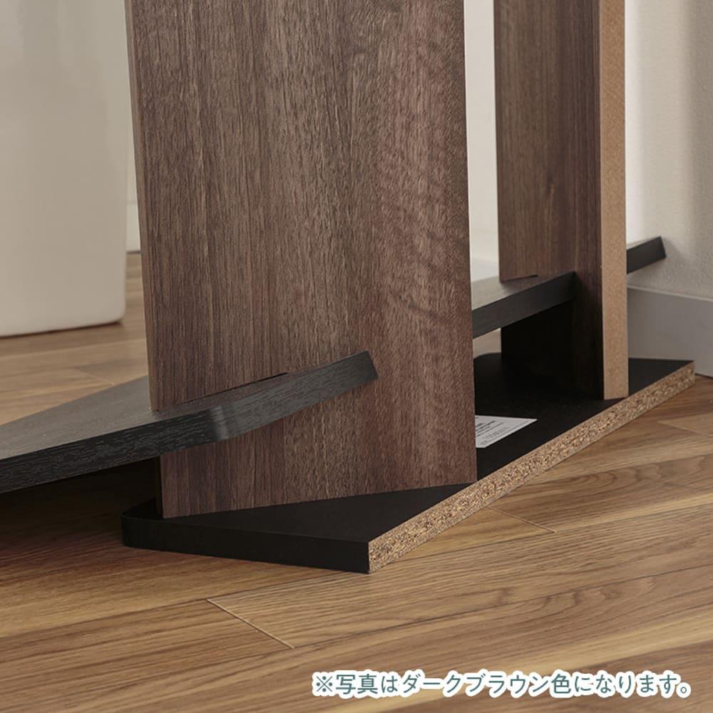 :収納スペースにもなる隠れ床板