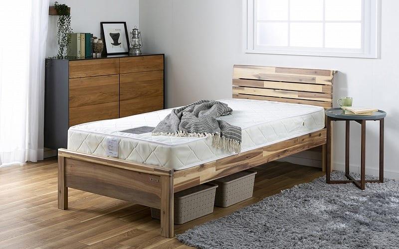 :あたたかみを感じる木製ベッドフレーム