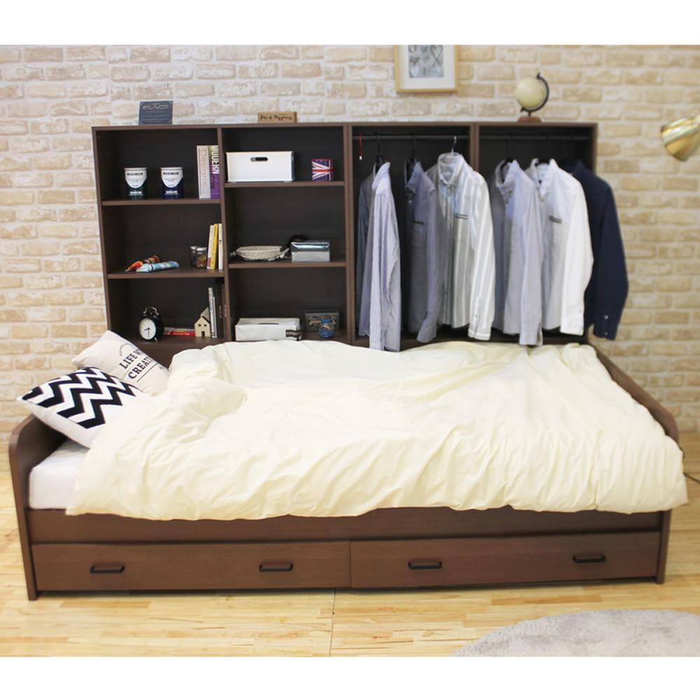 :ベッド周りの手の届く位置に必要なものを収納できます。