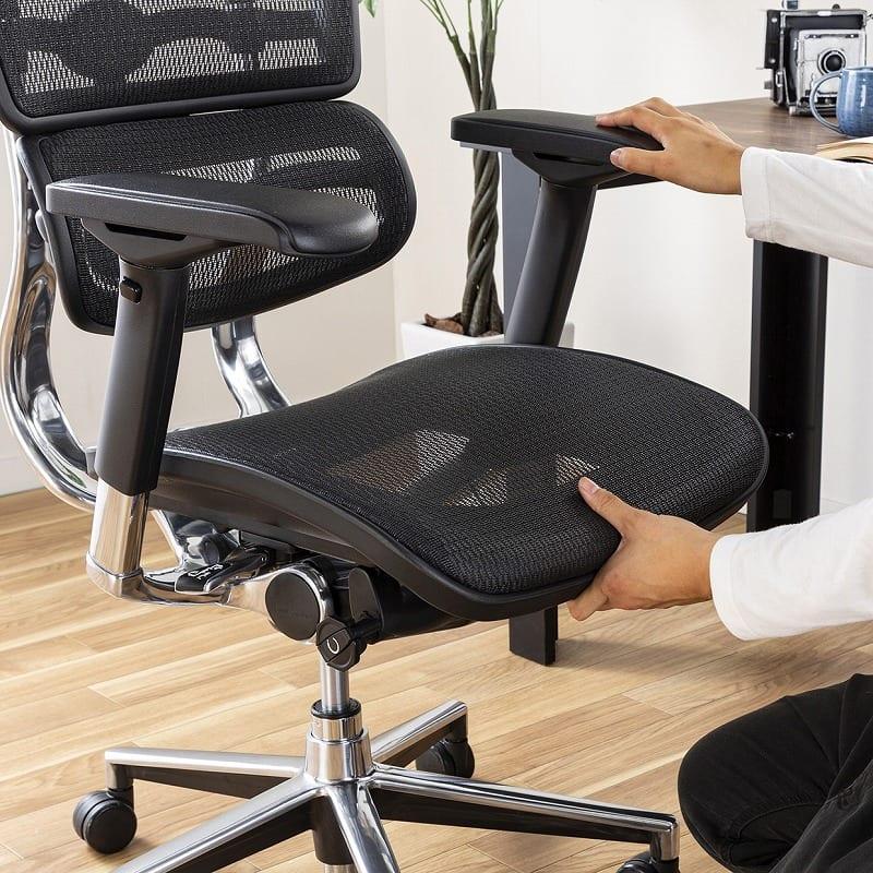 :座面の奥行き調節可能