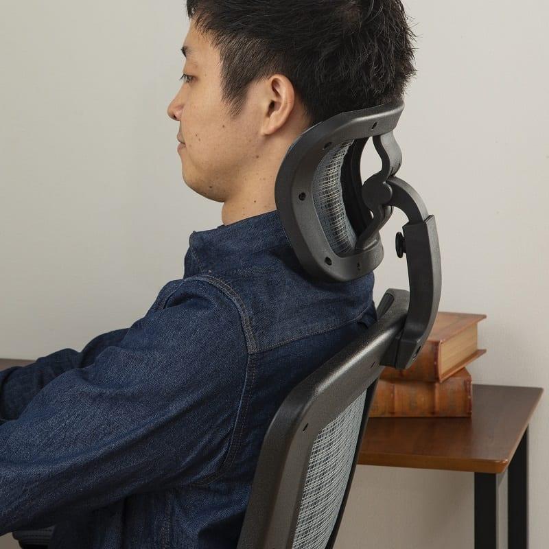 :角度調整可能なヘッドレスト