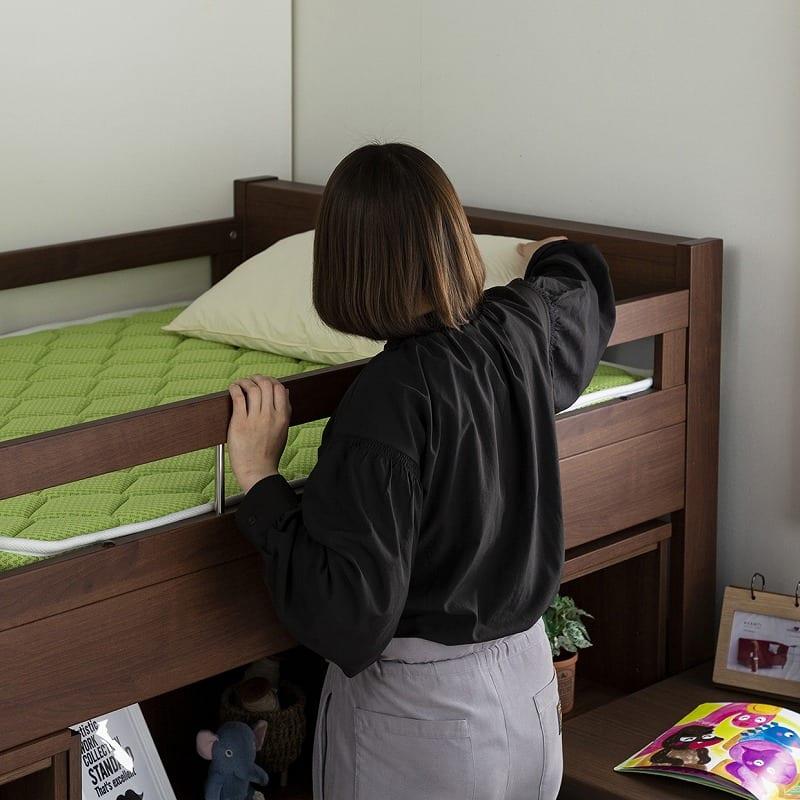 システムベッド コネクト�Y フルセット(MBR):ベッドはお子様の寝顔が見られるミドルタイプ