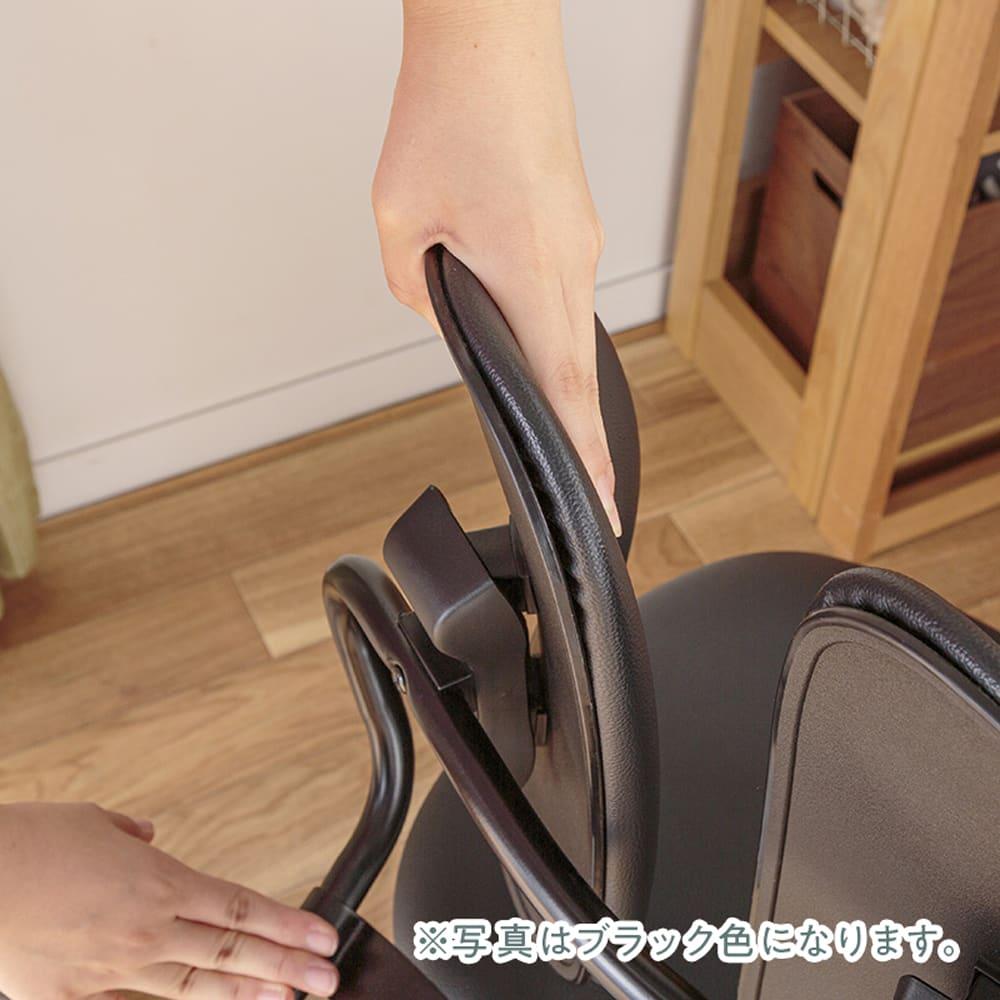 :立体的に動く背もたれ