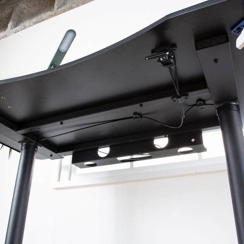 :PCの重みに耐える補強フレーム