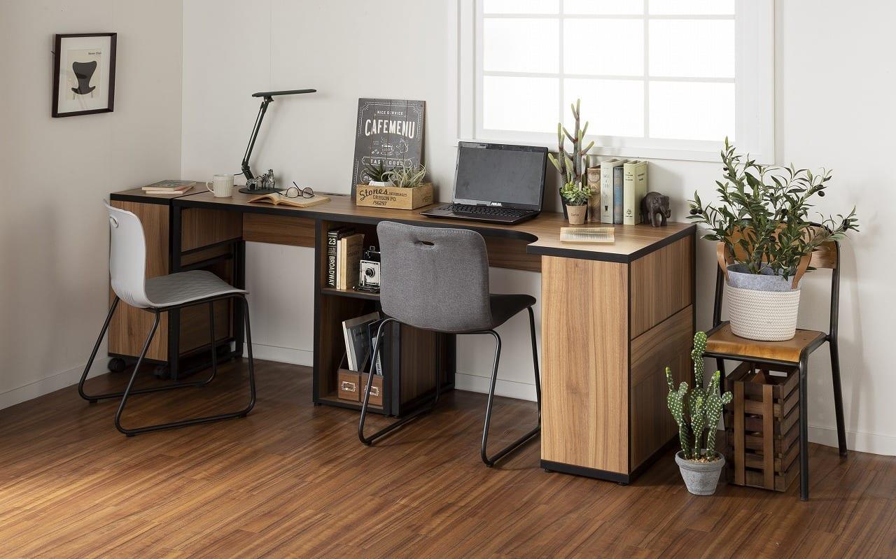 :オフィスでもおうちでも。いつでもどこでも使える万能デスク