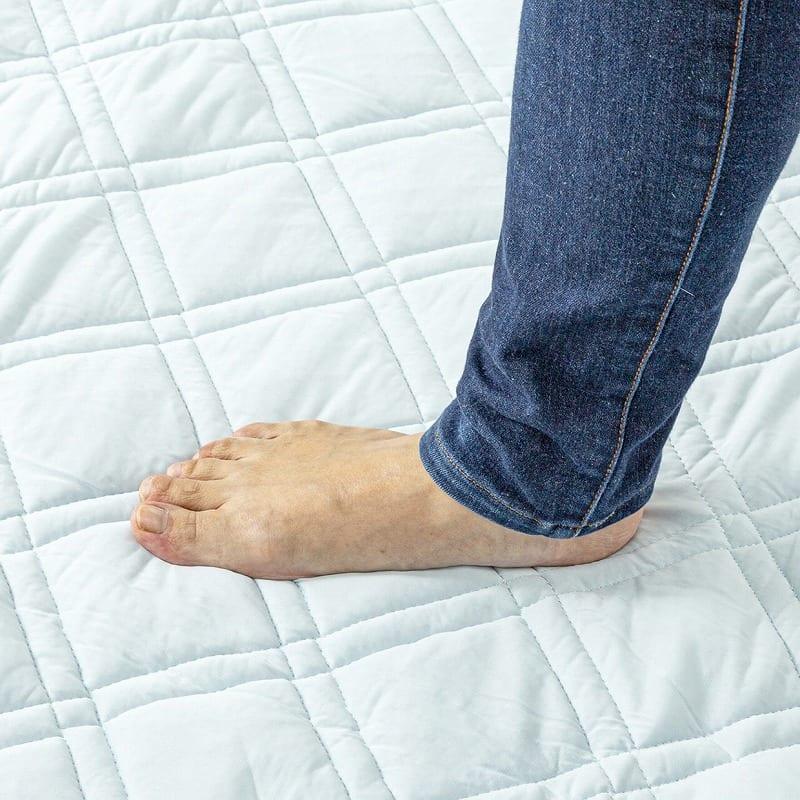 ひんやりラグ セイラ 185x185 GY:中材に固綿入りでふんわり♪