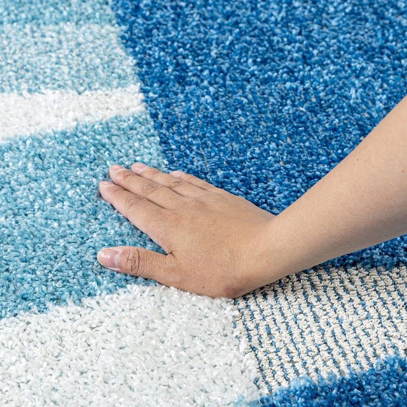 ひんやりラグ カレント130X190ブルー:キシリトール&ミント加工で触れるとひんやり心地よい