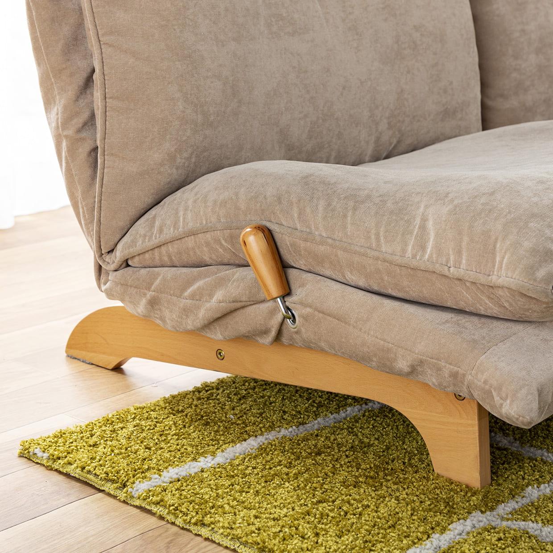 2人掛けダブルクッションソファ スラーブ(ベージュ):ソファーを引き立てるチャーミングな木脚