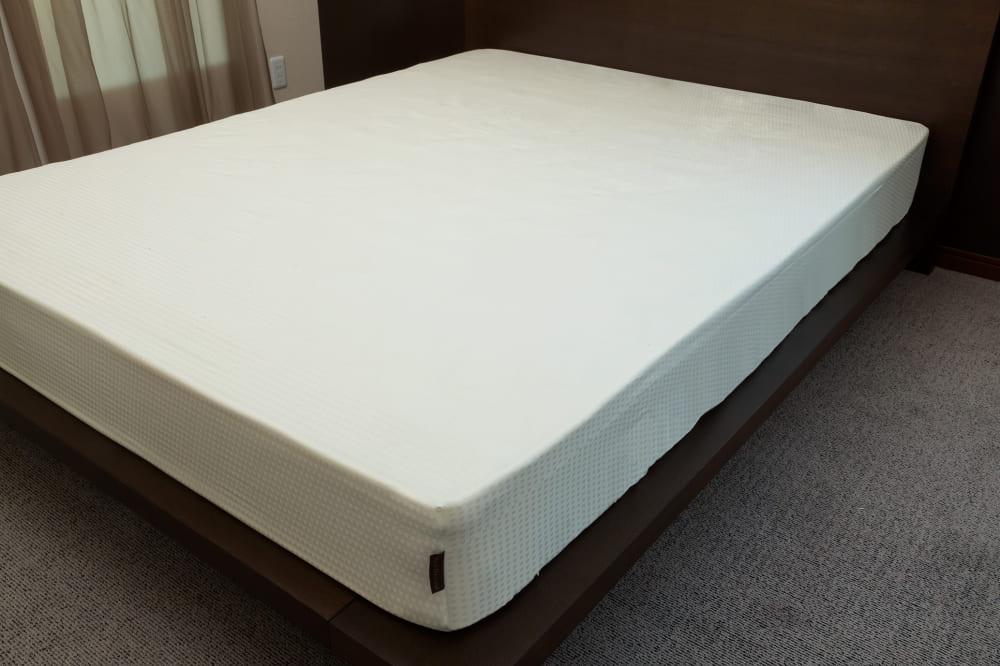 クレモナ(アンティーククホワイト)ベッドシーツQ:綿100%で安心