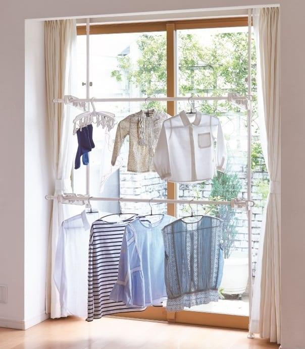 窓枠で使えるつっぱり物干し ND−8425:窓枠に固定できて調整できるつっぱり物干し