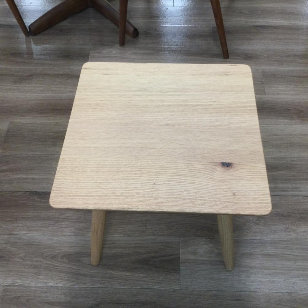 【足立小台店 展示特価品】 サイドテーブル 広葉